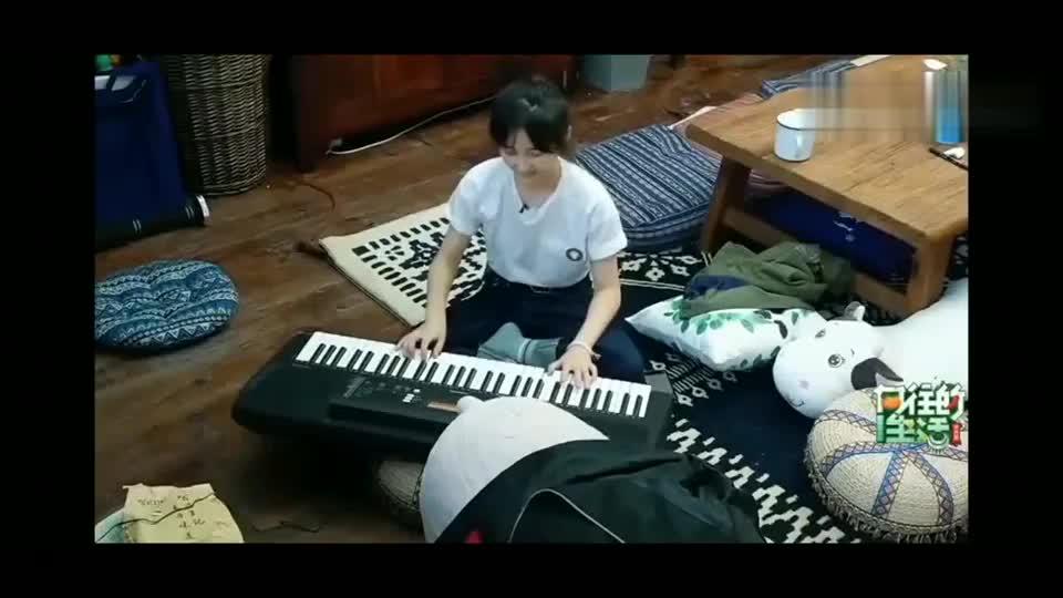 不愧是张子枫,加勒比海盗钢琴曲信手拈来,优秀!