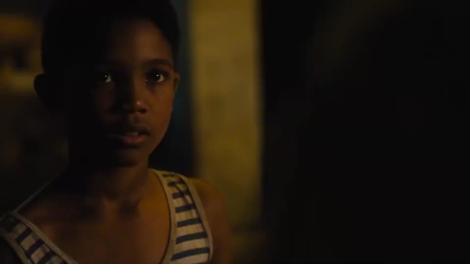 影视:热爱足球的贫民窟擦鞋黑人男孩,逆袭为震撼世界的传奇球王