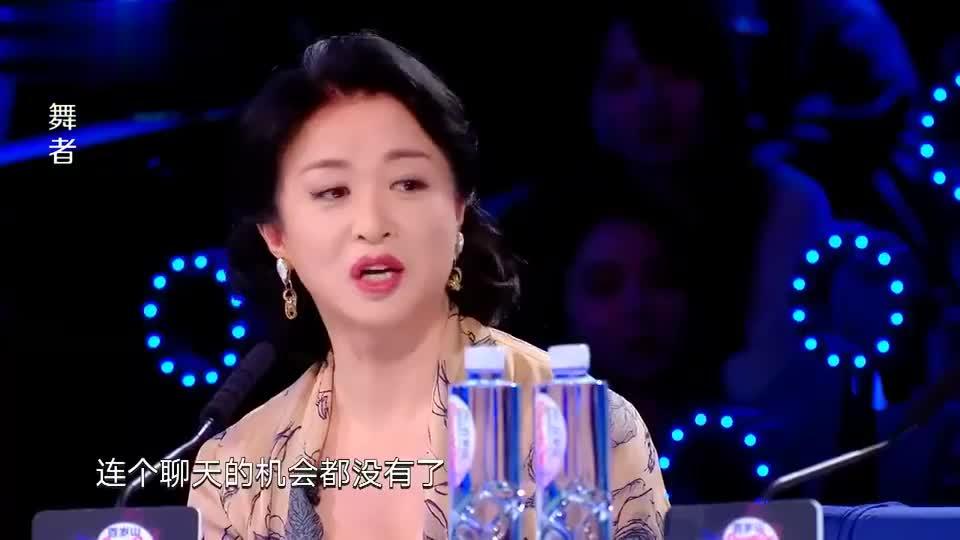 舞者:金星看着舞台下的男生不断摇头,对二次元姐妹的评语非常正