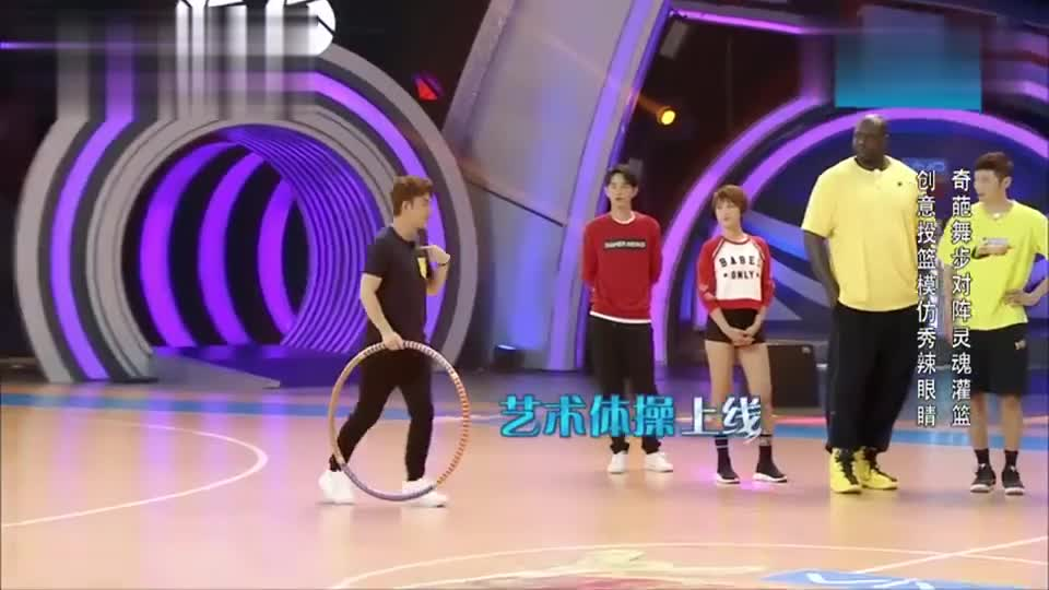 """贾乃亮展示""""艺术体操版""""投篮,全程高能,众人都没眼看!"""