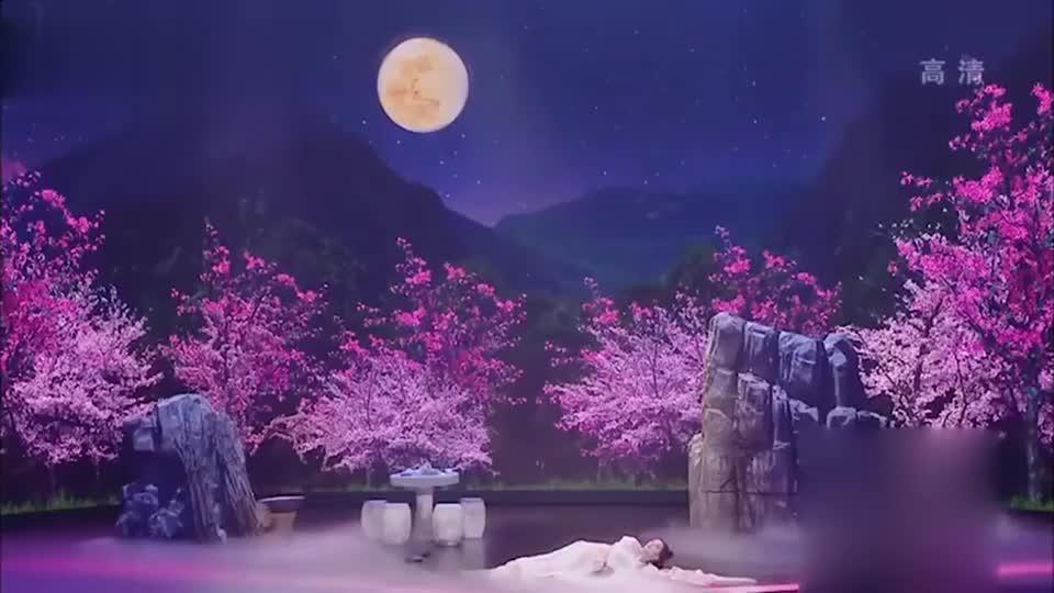 嫦娥飞升成仙,终于能去天庭找李菁,带着玉兔飞上天