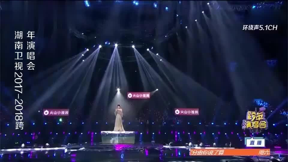 林忆莲深情演唱王菲《多得他》经典粤语歌,引发全场集体怀旧!