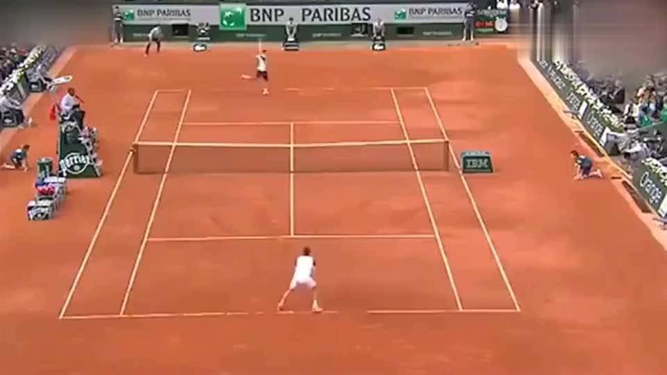 """费德勒击出传说中的""""回旋蛇球"""",网球王子没骗我们!"""