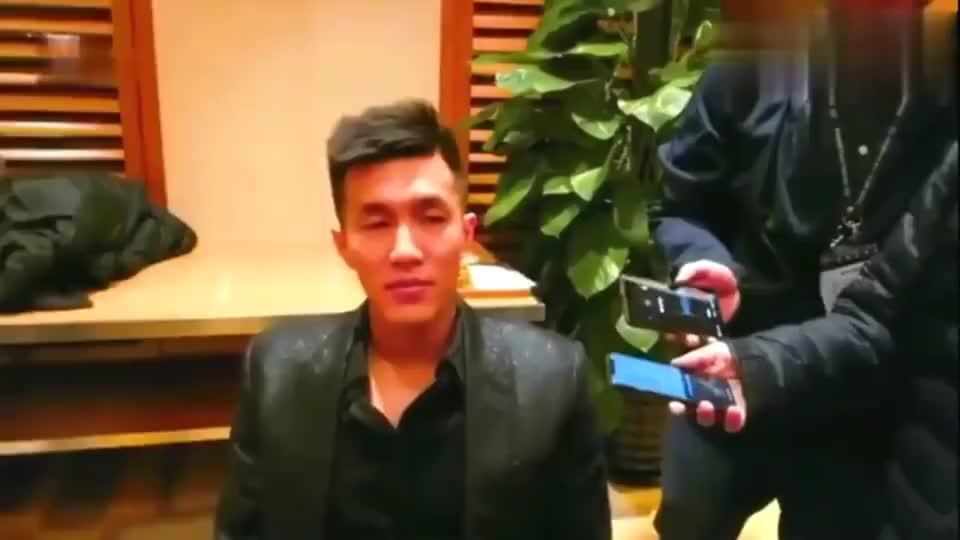 郭艾伦采访时实力挖苦王哲林,这段话太逗了,东北味十足!