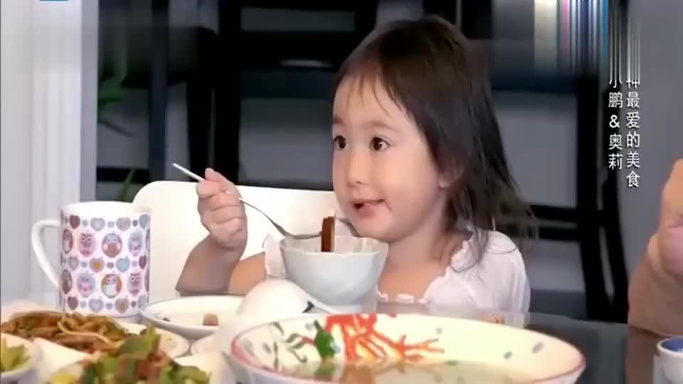 李小鹏岳父母在家不说英语,全程与奥莉中文对话,好温馨