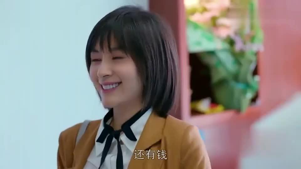 曲筱绡古灵精怪,偷亲赵医生把一旁的护士逗笑,赵医生直接懵圈