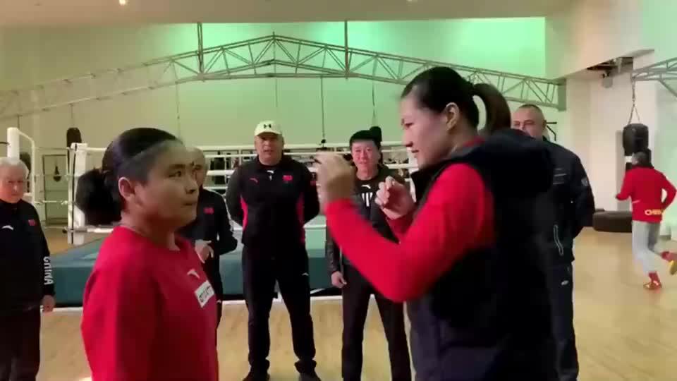 沙雕大姐玩拳击,这是练的什么武功?
