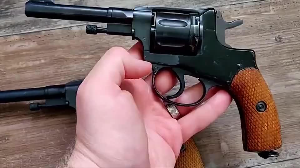 俄罗斯M1895纳甘转轮手枪,近距离欣赏一下