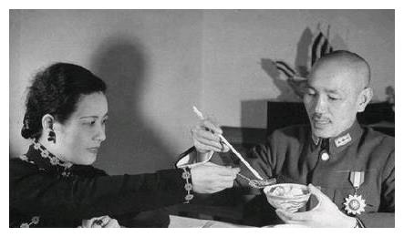 在蒋介石的日记里发现这样一句话,宋美龄立马收拾行李离开了台湾
