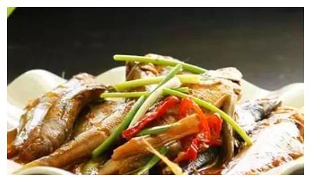 美食推荐:酱油水煮杂鱼,玉米肉皮冻,酸菜粉儿的做法