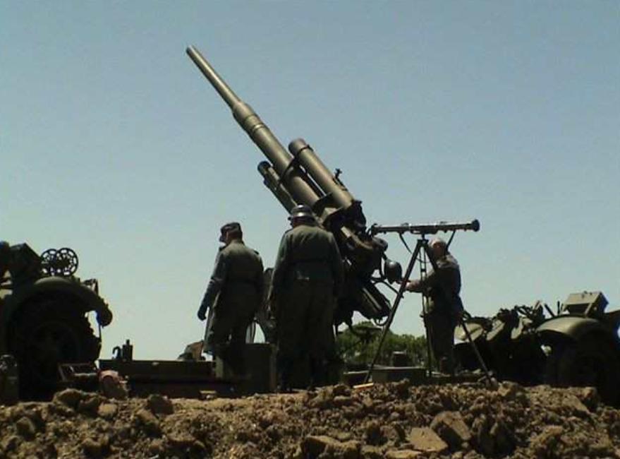 88毫米高射炮是用来打飞机的,发射榴霰弹,怎么能击毁坦克?