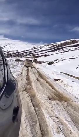 不愧是五菱神车啊!即使是行驶在西藏这么难走的道路上,都没问题