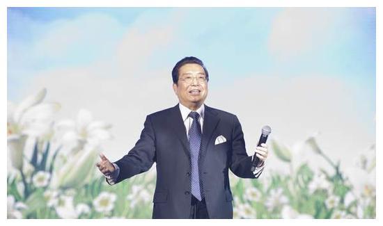 81岁李双江罕露面,衣着朴素姿态低调,儿子还要2年才能出狱