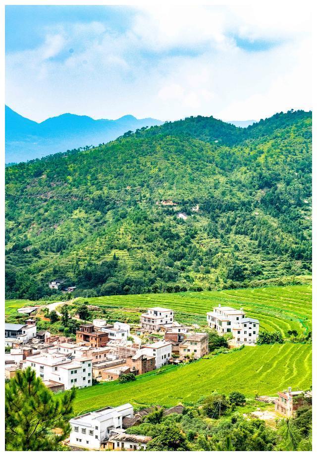 """广东有个千亩梯田,很少人知风景绝美,被誉为广东版""""香格里拉"""""""
