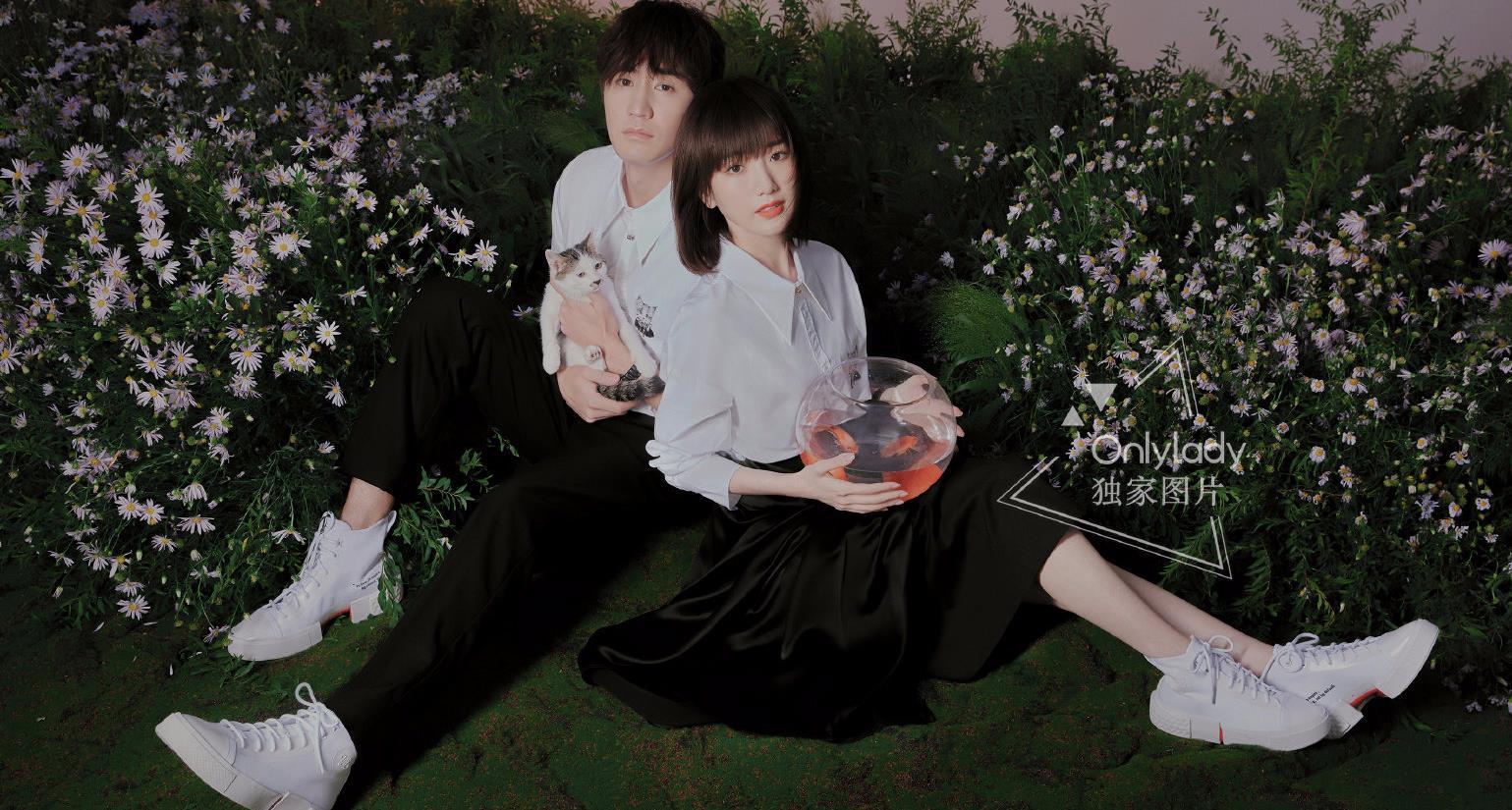 杨玏毛晓彤合拍大片,穿情侣装CP感十足,两人牵手出镜太甜了