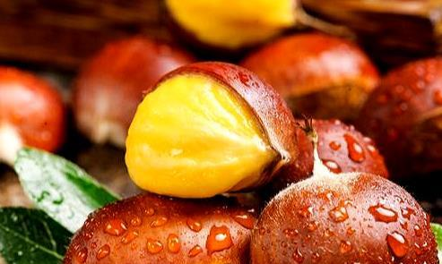砂锅板栗沙参玉竹猪骨汤,汤汁鲜美营养丰富
