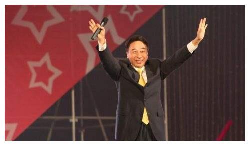 冯巩的徒弟,贾玲潘斌龙很挣面子,他却让冯巩撇清师徒关系!