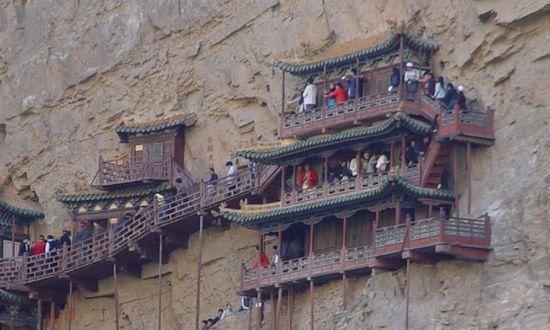 """中国最""""险""""的空中庙宇,今仍屹立在木架上,已有1529年历史"""