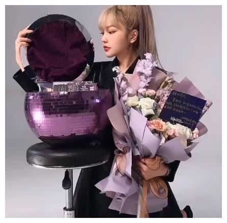 周扬青再次晒豪华礼物:团队派专机送奢侈品,紫色宝石盘令人羡慕