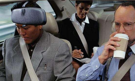4个人自驾游,为啥开车的那位明明很累,却不愿意让出方向盘?