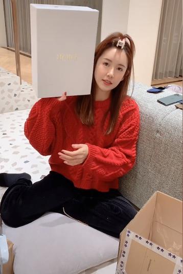 张子萱为陈赫新综艺打call,为女儿添新衣秀幸福被赞贤妻良母