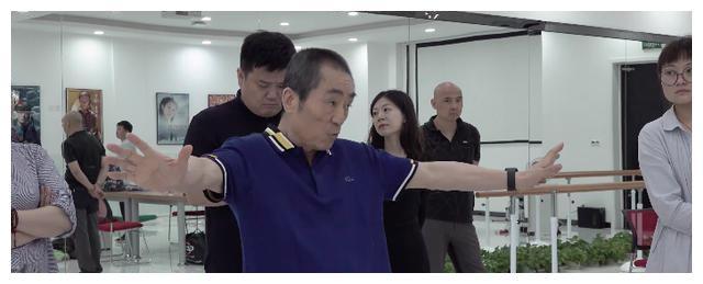 70岁张艺谋高强度工作状态,像极了美猴王,网友:状态不输年轻人