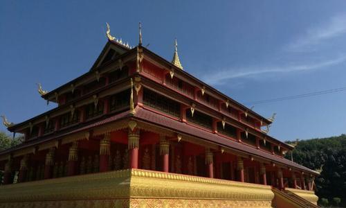 埋藏释迦牟尼舍利子而闻名东南亚,云南省临沧定洞景佛寺