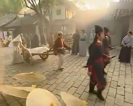 夜光神杯:郑丰要去找蜈蚣精报仇,提前为宝宝做了好多米饼和鞋子