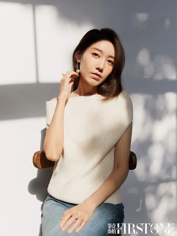 实力女演员高露时尚杂志大片