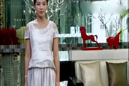 幸福从天而降:刘涛穿新衣,惊艳到女儿茉莉了