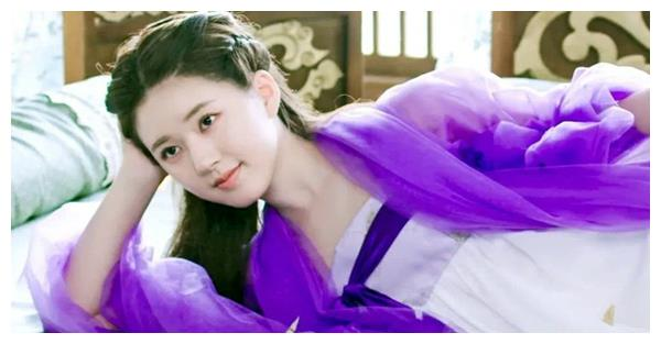 赵露思热巴同穿紫衣古装,6岁之差,网友:一个真嫩、一个真老?