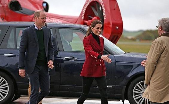 凯特王妃穿红衣尽显高贵霸气,风头却被产后首次亮相的梅根抢了