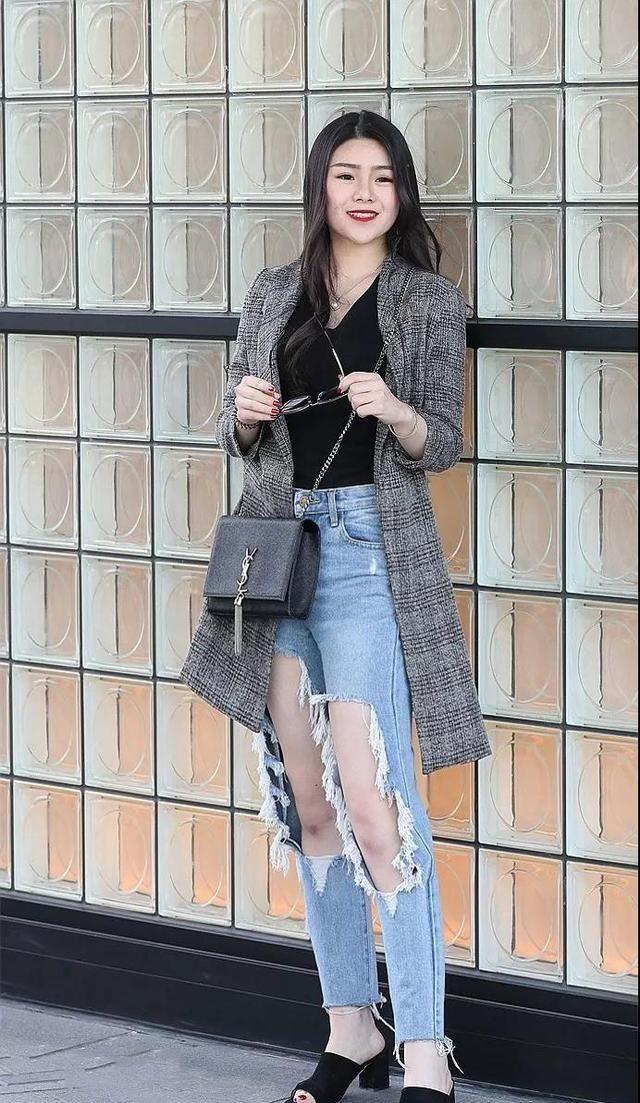 身材完美的美女,简单的穿搭,穿出不一样的魅力!