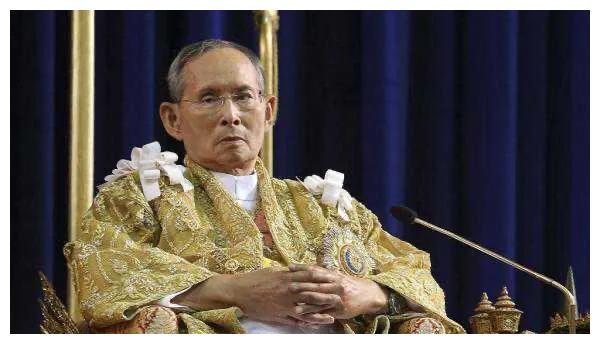 泰国国王为什么常住慕尼黑