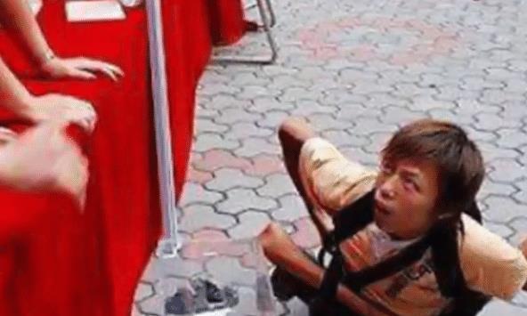 08年汶川地震,小乞丐4次捐了185元,如今依旧在发光发热!