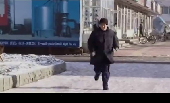 马大帅跑着跑着就变成史泰龙啦,欢迎收看:拳王洛山