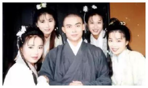 """8年前,""""虚竹""""抛妻弃子出轨贾晓晨,原配陈少霞的报复堪称一绝"""