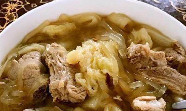 美食严选排骨汤炖粉条、胡萝卜土豆烧牛腩、茶树菇老鸭汤的做法
