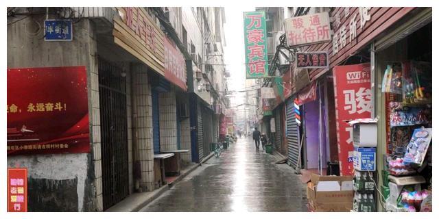 """西安一城中村,女大学生兼职洗头,长得漂亮是""""活招牌"""""""