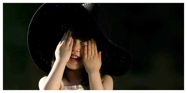 """6岁女孩非要买裙子,妈妈称:被宠的一身""""公主病""""的女儿惹不起"""