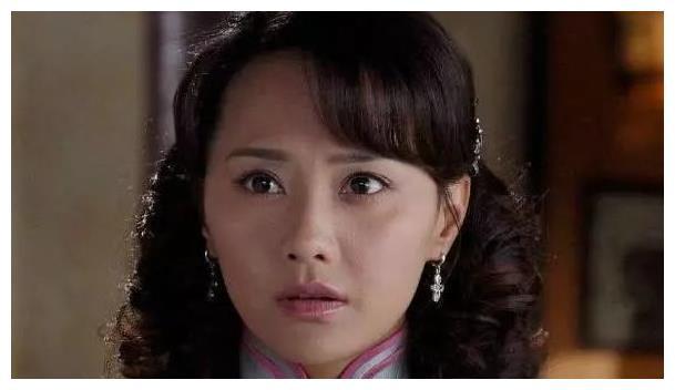她是吴奇隆的前妻,二婚嫁国外富豪成公主,如今请3个保姆看孩子