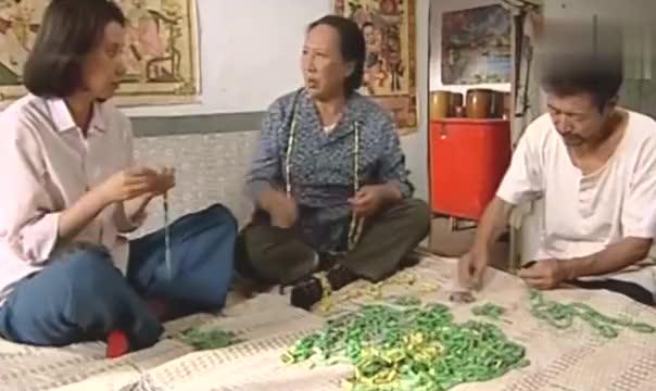 暖春:香草回到娘家和家里人说起了宝柱爹要送小花上学的事