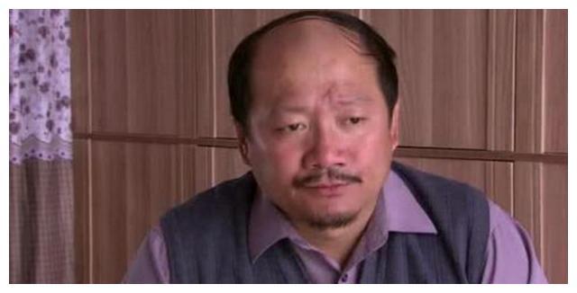 """谢广坤,与儿媳王小蒙牵手,两人满面笑容像""""新婚夫妻"""""""