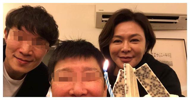 58岁关之琳素颜照曝光被嘲讽老又丑:都吃五谷杂粮,谁不会老?