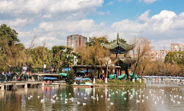 云南最大的城市,曾是新一线,是著名的旅游集散地