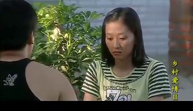 赵四一家人用餐,人人拿着大葱黄瓜,蘸大酱吃,老香了