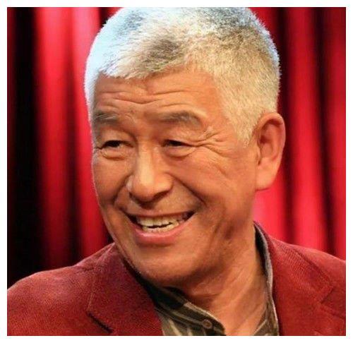 他是一级演员,却被儿女吸血,家产被瓜分,75岁仍带病妻坚持拍戏