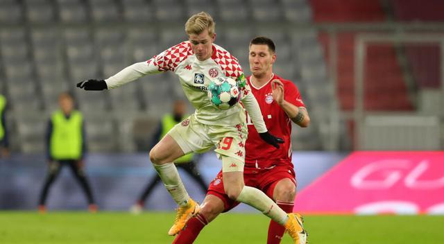 德甲-莱万双响三将破门 拜仁5-2逆转美因茨抢回榜首位置