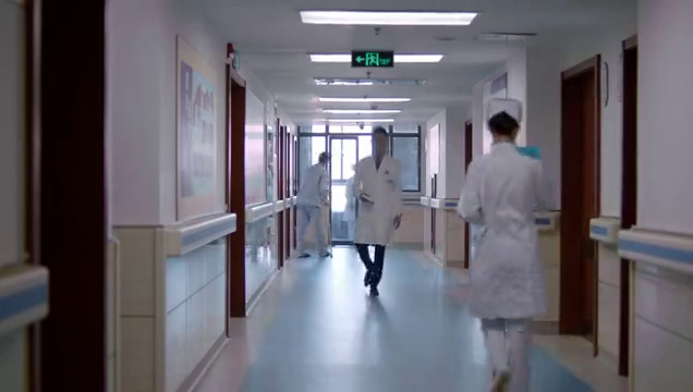 女神帮助病人,却不敢接受病人的感谢,自己会尴尬