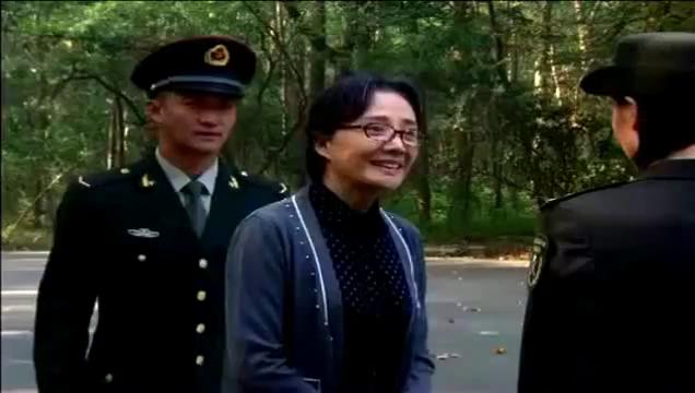 部队首长的孙子找了个女友是上尉,连首长自己都难以相信!
